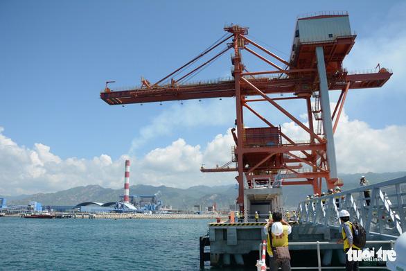 Xây 5km kè biển chứa chất thải nạo vét cảng Vĩnh Tân - Ảnh 1.