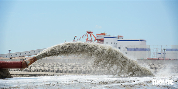 Xây 5km kè biển chứa chất thải nạo vét cảng Vĩnh Tân - Ảnh 2.