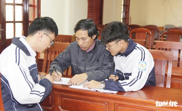 Học sinh Nghệ An bị từ chối cấp visa sang Mỹ dự thi - Ảnh 2.
