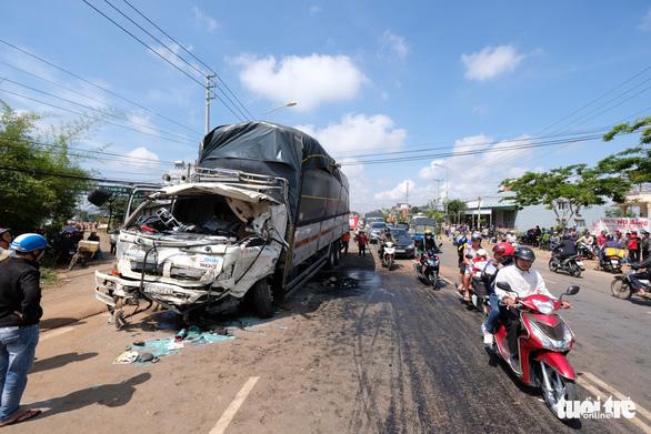 Xe khách Đà Lạt - TP.HCM đối đầu xe tải, 1 người chết - Ảnh 3.