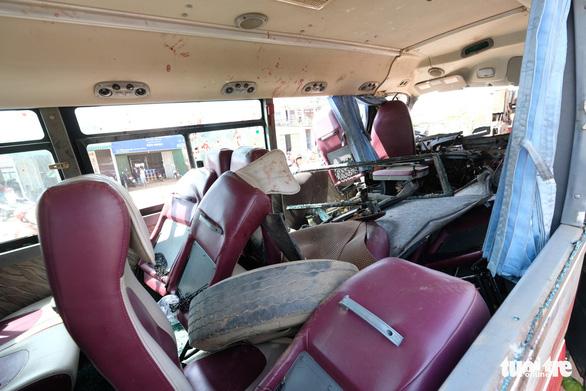 Xe khách Đà Lạt - TP.HCM đối đầu xe tải, 1 người chết - Ảnh 5.