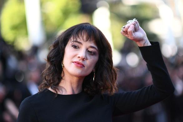 Asia Argento nhắc lại việc từng bị Harvey Weinstein hiếp ở Cannes - Ảnh 1.