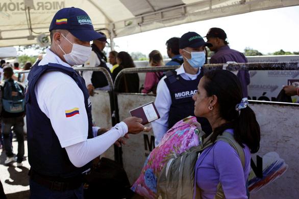 Bầu cử Venezuela: Tổng thống đương nhiệm đối đầu 2 ứng viên thân Mỹ - Ảnh 2.