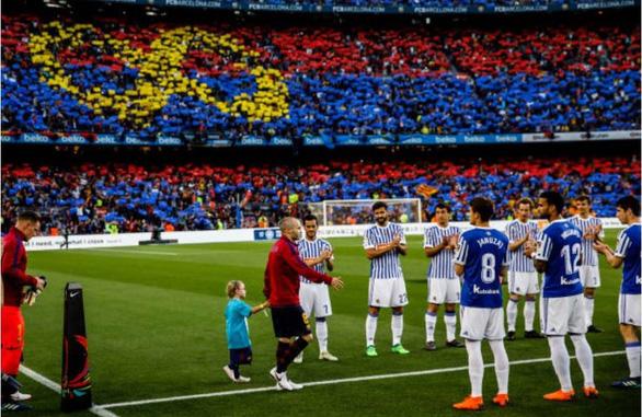 Nou Camp xúc động chia tay Iniesta - Ảnh 7.