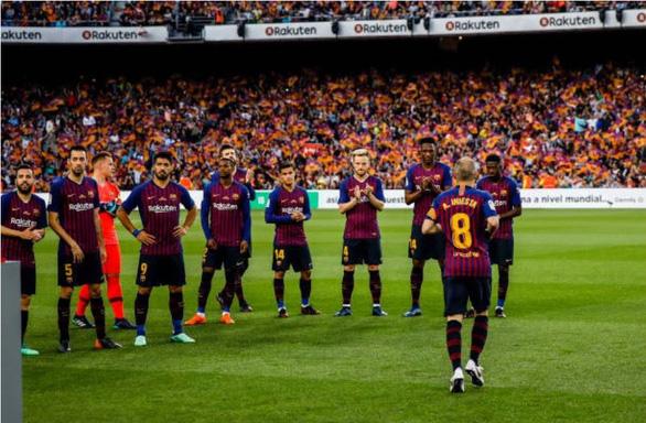 Nou Camp xúc động chia tay Iniesta - Ảnh 8.