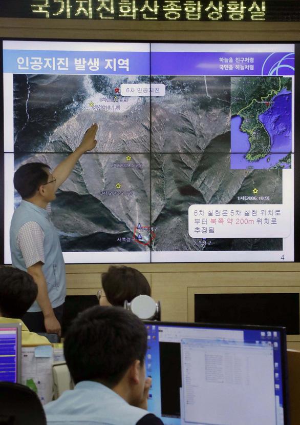 Đoàn nhà báo Hàn Quốc sang Triều Tiên xem hủy bãi thử hạt nhân - Ảnh 2.