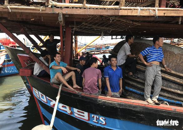Ngư dân Đà Nẵng: 4 chuyến ra khơi, 2 lần cứu người - Ảnh 4.