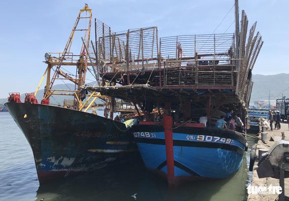 Ngư dân Đà Nẵng: 4 chuyến ra khơi, 2 lần cứu người - Ảnh 1.