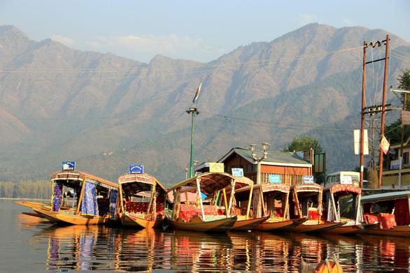 Ở nhà thuyền tại Srinagar - Venice của Ấn Độ - Ảnh 9.
