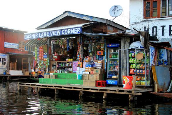 Ở nhà thuyền tại Srinagar - Venice của Ấn Độ - Ảnh 8.