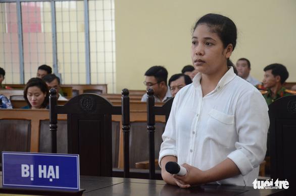 Náo loạn khi tòa tuyên án vụ dâm ô khiến nữ sinh lớp 5 tự tử - Ảnh 4.