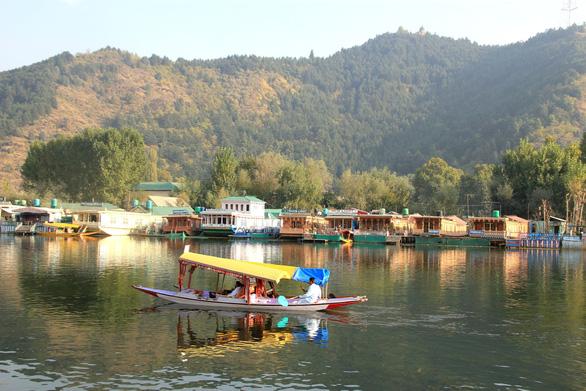 Ở nhà thuyền tại Srinagar - Venice của Ấn Độ - Ảnh 10.