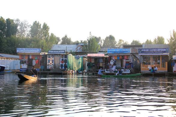Ở nhà thuyền tại Srinagar - Venice của Ấn Độ - Ảnh 5.