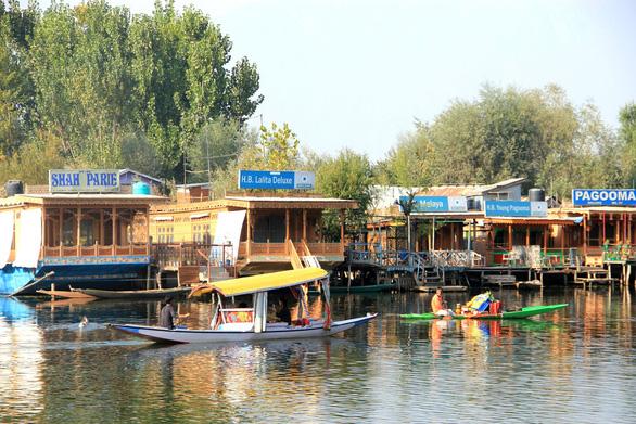 Ở nhà thuyền tại Srinagar - Venice của Ấn Độ - Ảnh 2.
