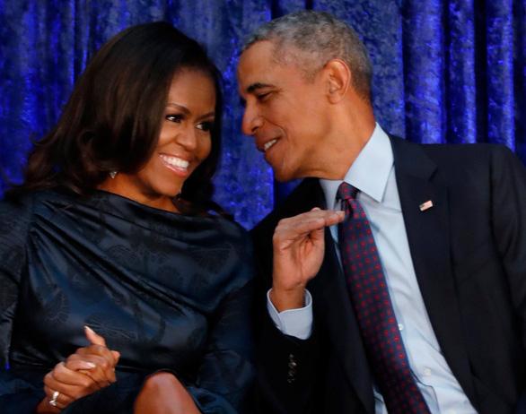 Ông bà Obama ký hợp đồng sản xuất nội dung cho kênh Netflix - Ảnh 1.