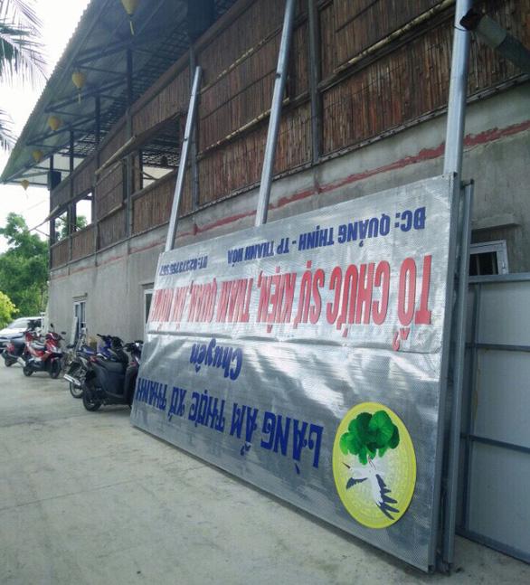 Em trai bí thư Thành ủy Thanh Hóa dỡ bảng hiệu Làng ẩm thực - Ảnh 1.