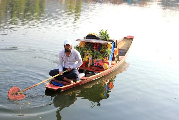 Ở nhà thuyền tại Srinagar - Venice của Ấn Độ - Ảnh 6.