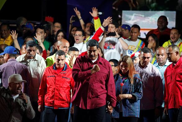 Tổng thống vừa tái đắc cử, Venezuela đối mặt việc bị cô lập - Ảnh 1.