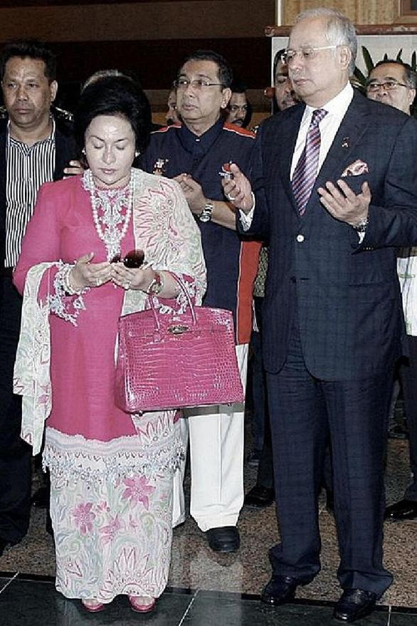 Số túi hàng hiệu của bà vợ cựu thủ tướng Malaysia trị giá 10 triệu đô - Ảnh 2.
