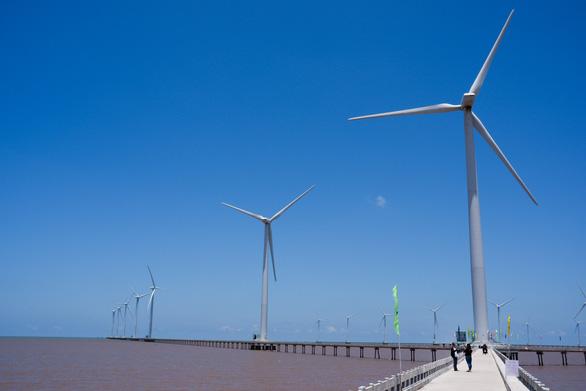 Về Bạc Liêu ngắm cánh đồng quạt gió trên biển - Ảnh 3.