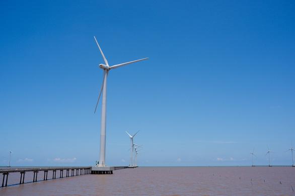 Về Bạc Liêu ngắm cánh đồng quạt gió trên biển - Ảnh 4.