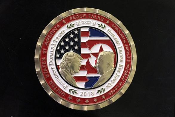 Đồng xu kỷ niệm thượng đỉnh vẫn phát hành - Ảnh 2.