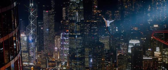 Trailer Skyscraper (Tòa tháp chọc trời) ngập tràn cảnh thảm họa - Ảnh 4.