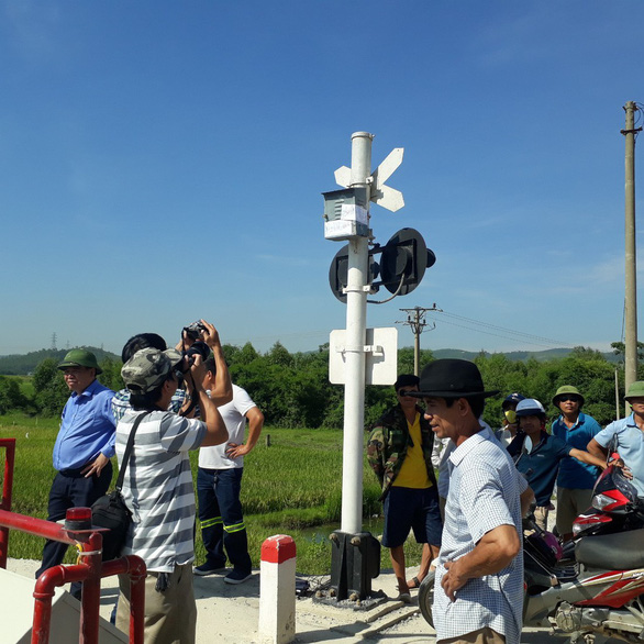 Khởi tố hai nhân viên gác chắn vụ lật tàu hỏa tại Thanh Hóa - Ảnh 2.