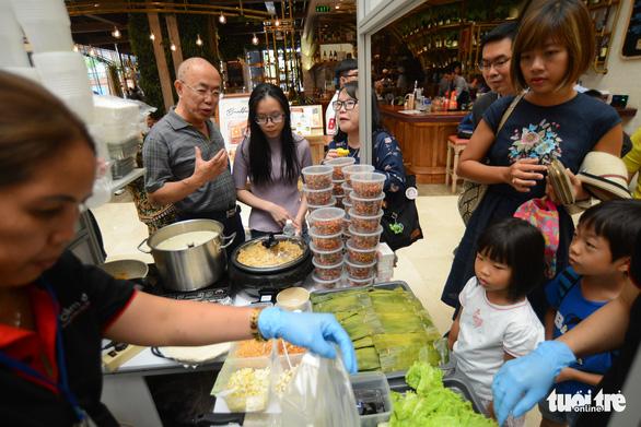 Cuối tuần thưởng thức cơm gà Singapore đạt chuẩn Michelin - Ảnh 5.