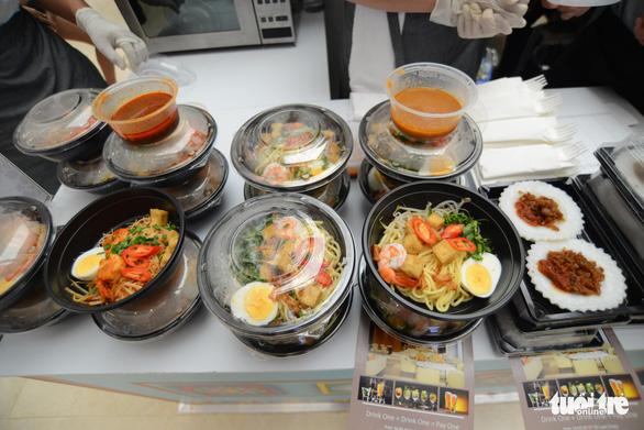 Cuối tuần thưởng thức cơm gà Singapore đạt chuẩn Michelin - Ảnh 6.