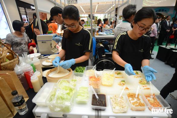 Cuối tuần thưởng thức cơm gà Singapore đạt chuẩn Michelin - Ảnh 8.