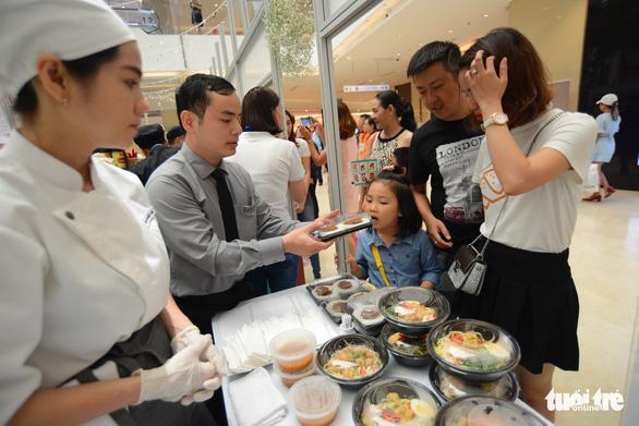 Cuối tuần thưởng thức cơm gà Singapore đạt chuẩn Michelin - Ảnh 9.