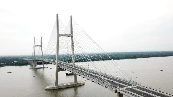 Dân miền Tây háo hức đợi đặt chân lên cầu Cao Lãnh - Ảnh 9.