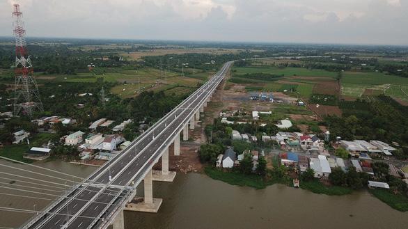 Dân miền Tây háo hức đợi đặt chân lên cầu Cao Lãnh - Ảnh 8.