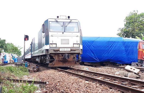 Đường sắt thông tuyến sau vụ hai tàu hàng tông nhau ở Quảng Nam - Ảnh 3.