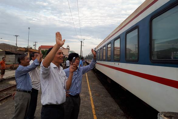Đường sắt thông tuyến sau vụ hai tàu hàng tông nhau ở Quảng Nam - Ảnh 1.