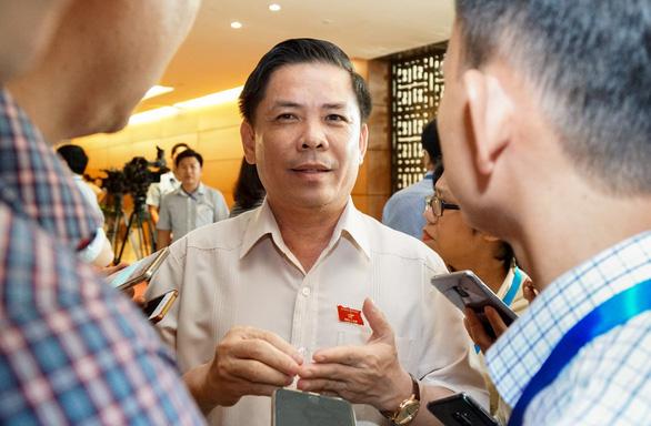 Đợi bộ trưởng Nguyễn Văn Thể trả lời chất vấn về trạm thu giá - Ảnh 1.