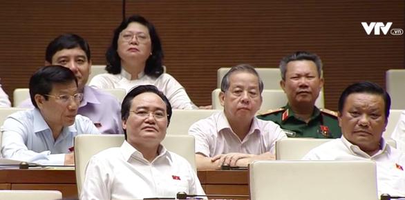 Đợi bộ trưởng Nguyễn Văn Thể trả lời chất vấn về trạm thu giá - Ảnh 2.