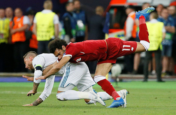 8 thẻ đỏ có tiếng của Sergio Ramos - Ảnh 1.