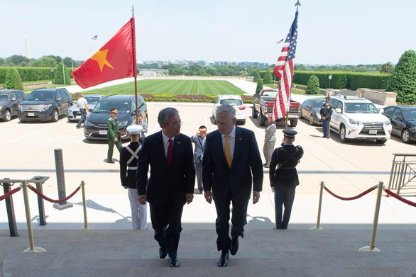 Bộ trưởng Mattis long trọng đón tiếp Đại sứ Việt Nam tại Lầu Năm Góc - Ảnh 1.