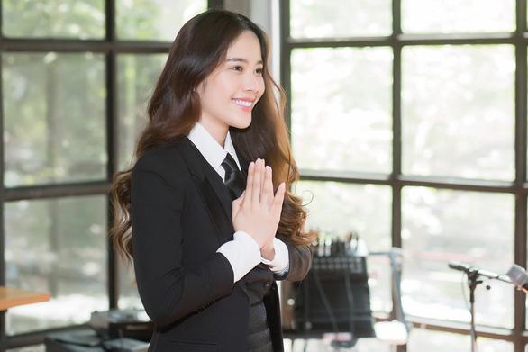 Nam Em gây bất ngờ khi hát tiếng Thái Lan - Ảnh 1.