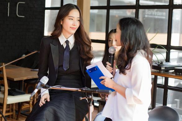 Nam Em gây bất ngờ khi hát tiếng Thái Lan - Ảnh 4.