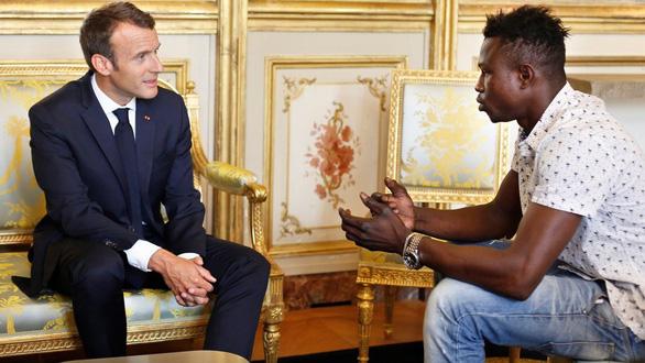 Hành trình từ Sa mạc Sahara đến anh hùng nước Pháp của chàng trai Mali - Ảnh 2.