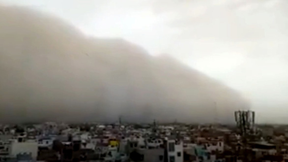 Clip bão cát kinh hoàng giết chết ít nhất 100 người ở Ấn Độ - Ảnh 2.