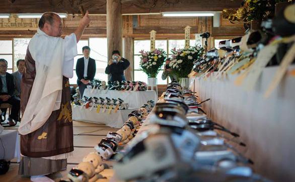 Nhật Bản: Tổ chức tang lễ theo truyền thống cho chó robot - Ảnh 1.