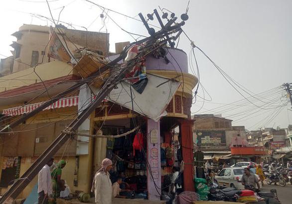 Clip bão cát kinh hoàng giết chết ít nhất 100 người ở Ấn Độ - Ảnh 4.