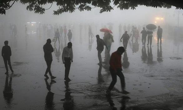 Clip bão cát kinh hoàng giết chết ít nhất 100 người ở Ấn Độ - Ảnh 3.
