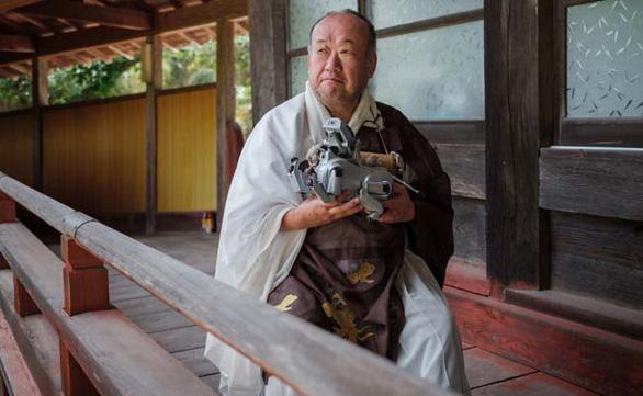 Nhật Bản: Tổ chức tang lễ theo truyền thống cho chó robot - Ảnh 3.