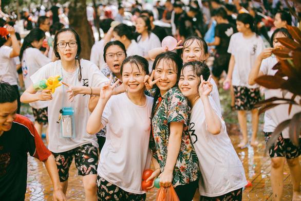 Đại chiến bóng nước ngày bế giảng của teen Kon Tum - Ảnh 8.