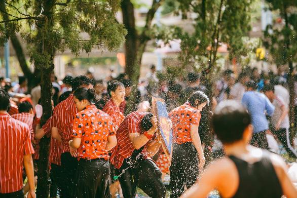 Đại chiến bóng nước ngày bế giảng của teen Kon Tum - Ảnh 12.